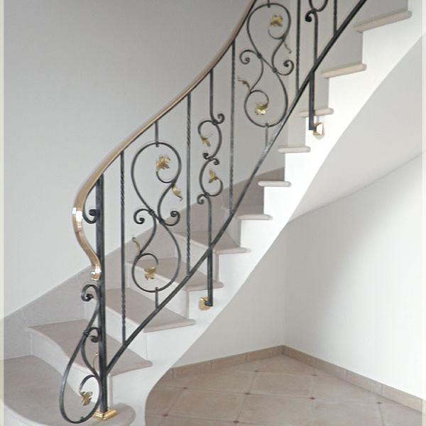 Rampe d 39 escalier en fer forg classique volutes forme de feuilles for Escalier en fer forge
